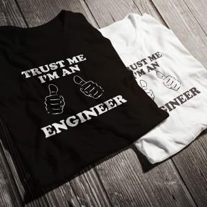 teniska-trust-me-i-am-an-engineer-bw-diplomirane-akademichni-shapki-i-podaruci