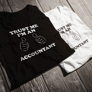 teniska-trust-me-i-am-an-accountant-bw-diplomirane-akademichni-shapki-i-podaruci